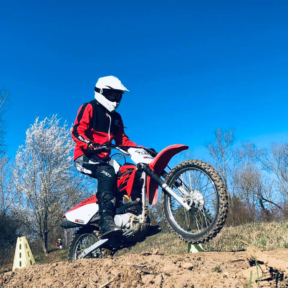 Colonie de vacances moto cross et quad proche de Lyon dans le Beaujolais à Anse